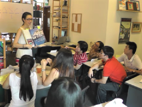 Teacher training - a London Teacher Training College Diploma in TESOL trainee delivers a lesson on intonation